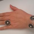 Multaka Volunteer Rachida hand with silver bracelet and rings 3