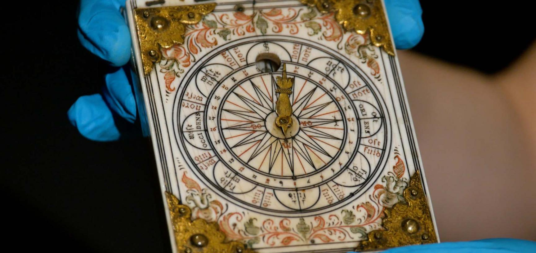 diptych dial
