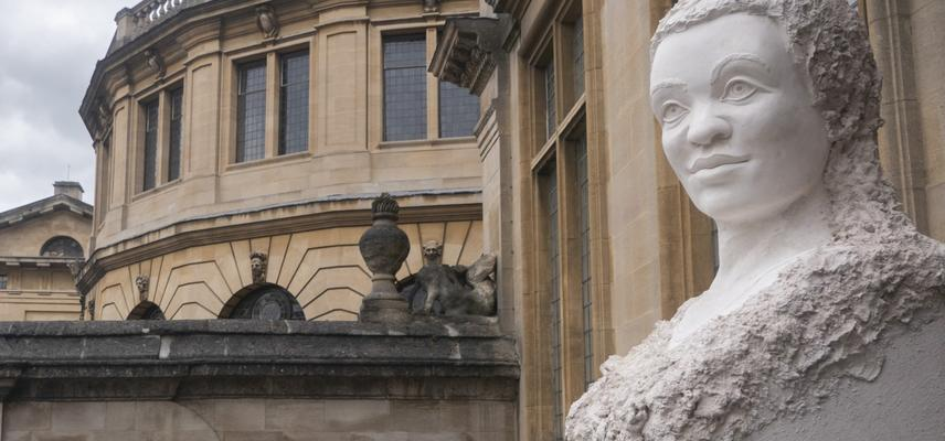 Tomorrow's Oxford Heads: A new head outside the Museum with the Sheldonian in the background