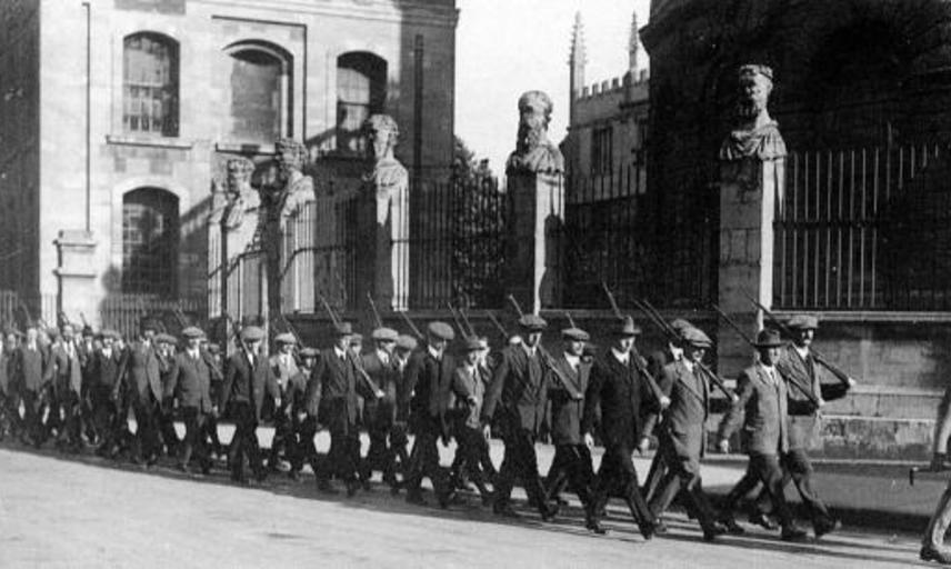 First World War Oxford volunteers marching past the Sheldonian.